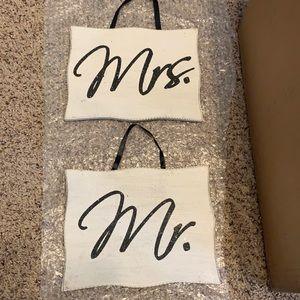 Wedding Signs - Mr & Mrs.